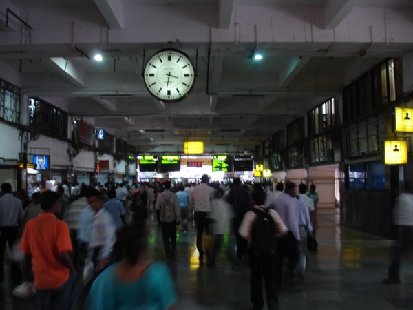 A Mumbai Churchgate station